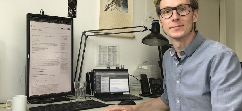 Picture: Lars Korte, researcher in photovoltaic at his desk.