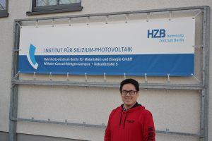 Picture: Yu-Tsung Tsai in front of his lab in Aldershof (Berlin).