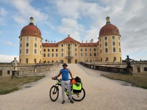 Picture: PhD student Gopi with his bike in front of a castle.